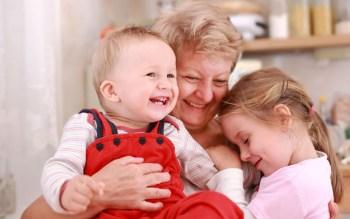 Ребенок с бабушкой