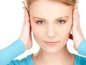 Почему закладывает уши при беременности?