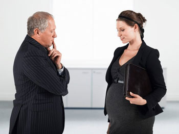 Сказать начальнику о беременности