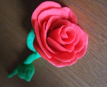 Роза из пластилина