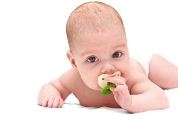 Ребенок с соской