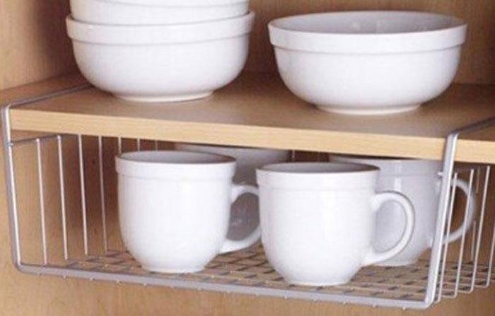 Дополнительные полочки в шкафу для посуды