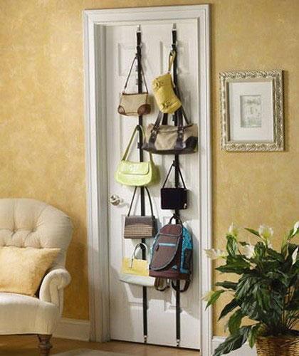 Хранение сумок на двери
