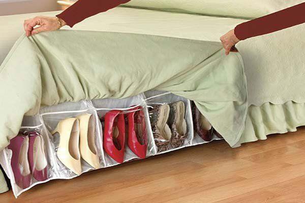 Обувь под кроватью