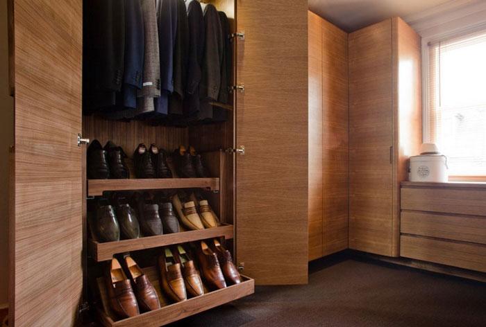 Обувь в шкафу
