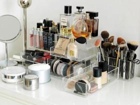 Организация косметики и инструментов для макияжа