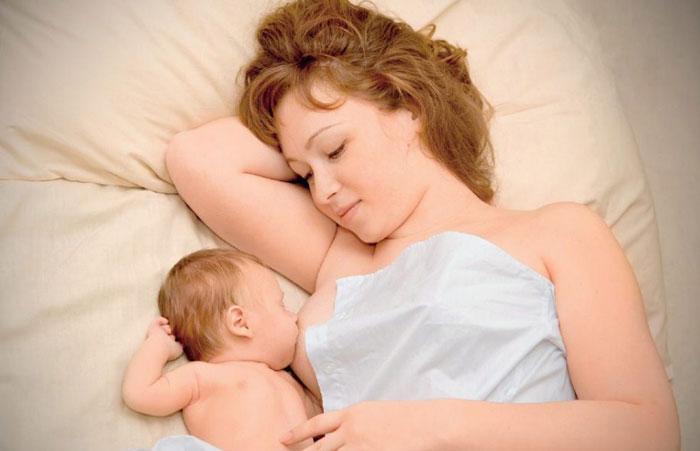Грудное вскармливание сразу после родов