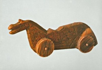 Лошадка из дерева