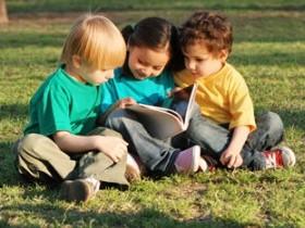 Дружба между детьми: как могут помочь родители?