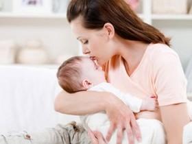 Кормить грудью при беременности или прекратить?