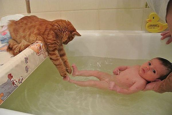 Горизонтальное купание ребенка