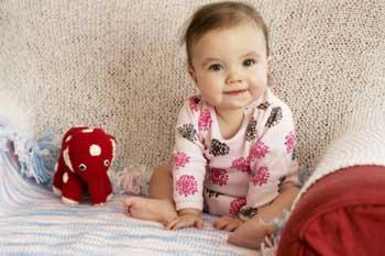 Ребенок 9 месяцев сидит