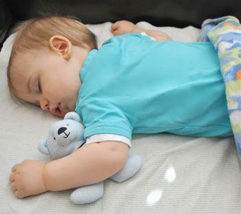 Ребенок 11 месяцев спит