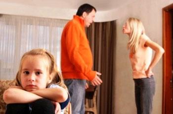Родители ругаются при ребенке