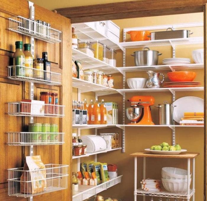 Внутренняя сторона двери для хранения продуктов