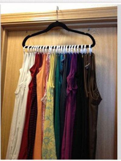 Вешалка для одежды в шкафу